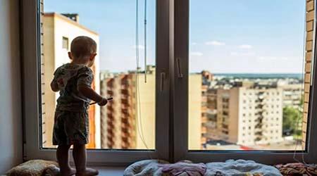 Ребенок может выпасть из окна