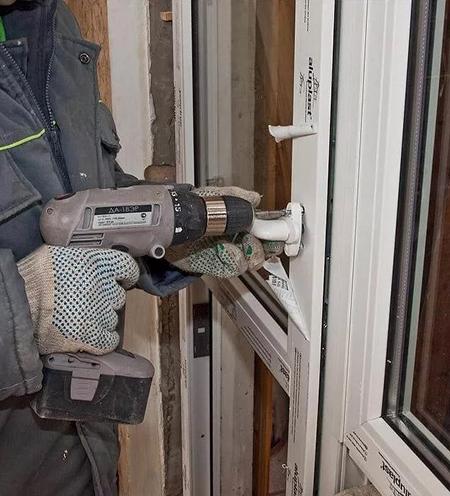 regulirivka-balkonnoi-dveri-cena