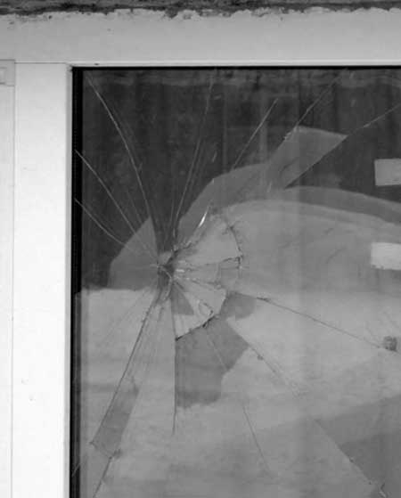 разбитый-стеклопакет